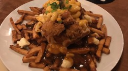 La poutine ChickN' MacWaffle du Dirty Dogs – La Poutine Week